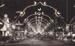 Spectacles - Illuminations Electriques Nuit - Néon - Rue Bruxelles - Publicité Médecine - Spectacle