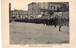 CLUNY GAD-ZARDS FETE DES EX 27/06/1909 DEFILE ARRIVANT DEVANT L'ECOLE - Cluny