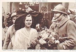 23717 Guerre 1914-18 Avec Nos Poilus -france Presse 40 Dolly 19577- Jeune Alsacienne Fleurs Chasseurs - Guerre 1914-18