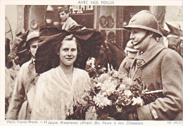 23717 Guerre 1914-18 Avec Nos Poilus -france Presse 40 Dolly 19577- Jeune Alsacienne Fleurs Chasseurs