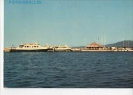 CP831611 - ÎLE DE PORQUEROLLES - La Capitainerie Du Port Et L'un Des Bâteaux Assurant Le Service De L'Île - Porquerolles