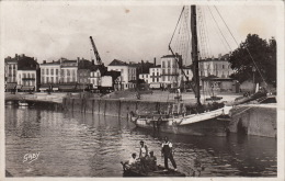 """CPSM FRANCE 33 """"  BLAYE /  LE CHENAL ET LE PORT  """"  / BATEAUX - Other Municipalities"""
