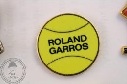 Roland Garros Tennis Ball - Partenaire Officiel - Pin Badge   - #PLS - Tenis