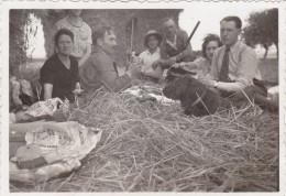AISNE,PICARDIE,MONCEAU SUR OISE EN 1938,fermier,déjeuner En Plein Air Aprés La Chasse,chasseur,rare