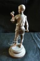 Enfant, Jouant à La Toupie - Sculptures