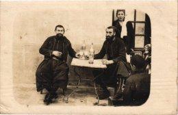 Militair  4Postcards -1 Real  Photo : Zouaves Tirailleurs Alliés - Germany Prisonniers Francais Gefangenenlager - Uniformes