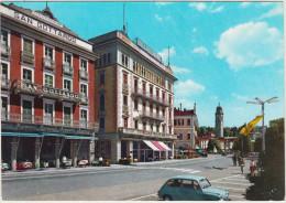 Verbania - Pallanza: FIAT 600 - Hotel Schweizerhof San Gottardo & Belvedere Hotel Bellevue - Lago Maggiore - Italia - Voitures De Tourisme