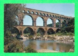 CPSM  FRANCE  30  -  VERS-PONT-DU-GARD  -  527  Le Pont Du Gard   ( Rella. Dentellée ) - France