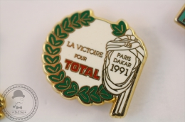 La Victoire Pour Total - Paris Dakar 1991 - Arcane Paris Pin Badge - #PLS - Rallye