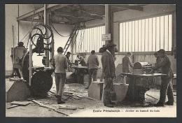* Ecole Pittsburgh - Atelier Du Travail Du Bois - Ecoles