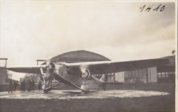 Photographie/ Aviation Militaire / Avion  Hangar A�rodrome / Photo Andr� Le Bourget 93