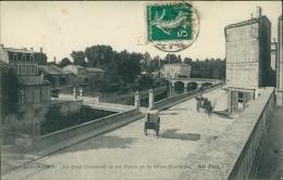 79 NIORT / Le Quai Cronstadt Et Les Ponts De La Sèvre-Niortaise / - Niort