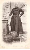 Dieppe (Quartier Du Pollet à Dieppe)+/-1900- Une Polletaise Remplit Son Seau D'eau à La Fontaine-Précurseur - Dieppe