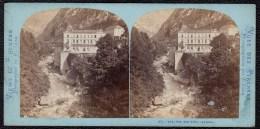 SUPERBE VUE STEREOSCOPIQUE ANIMEE * ( 64 Pyrénées Atl. ) EAUX CHAUDES - THERMES * - Photos Stéréoscopiques