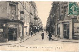 SOISSONS Rue Du Commerce - TB ( Trace Tasse Café  Au Dos ) édition Nogarede - Soissons