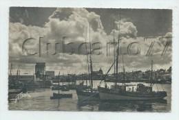 """Sables-d´Olonne (85) : L´usine """"Sardines Industrielles""""  Et Bateaux De Pêche Dans Le Port En 1955 (animé)¨PF. - Sables D'Olonne"""