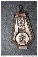 Pendentif Médaille Sportive Du Journal L´Equipe (Basket) - Métal Argenté Et émaillé - Habillement, Souvenirs & Autres