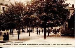 N°38033 -cpa Poitiers -école Primaire Supérieure De Jeunes Filles- - Poitiers