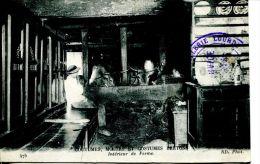 N°38055 -cpa Intérieur De Ferme -coutumes, Moeurs Costumes Bretons- - Fermes
