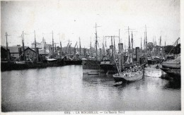 LA ROCHELLE  LE BASSIN NEUF ET SES NOMBREUX BATEAUX - La Rochelle