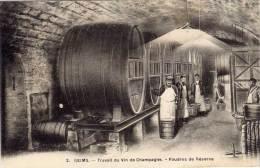 REIMS - Travail Du Vin De Champagne - Foudres De Réserve (67574) - Reims