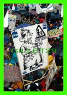SYNDICATS  -  MANIFESTATION POUR LA DÉFENSE DE L´ÉCOLE PUBLIQUE - DESSIN SATIRIQUE, 1994 - PHOTO, PHILIPPE TOUCHARD - - Syndicats