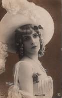 CPA Artiste LAVALLIERE Enorme Chapeau  PHOTO Reutlinger Fond Doré Style ART Nouveau TB Vers1910 Cf Scan Recto Verso - Artistes