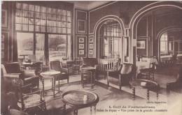Golf De Fontainebleau-salon De Repos- Vue Prise De La Grande Cheminée - Fontainebleau