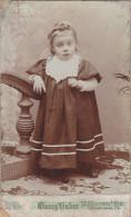 Jeune Fille Dans Belle Robe Sur Papier Cartonné (Georg Huber à Mülhausen I/Els.) - Saisons & Fêtes