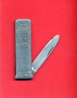 COUTEAU EN METAL EN FORME DE POMPE A ESSENCE 1967 PUBLICITE ESSO - Publicité