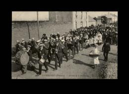 29 - LE FOLGOËT - Procession - Fanfare - Le Folgoët