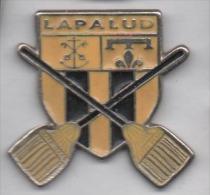Beau Pin´s , Ville De Lapalud , Blason , Balai , Vaucluse - Villes