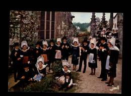 29 - LA FORÊT-FOUESNANT - Cercle Celtique - Costumes - Coiffes - La Forêt-Fouesnant