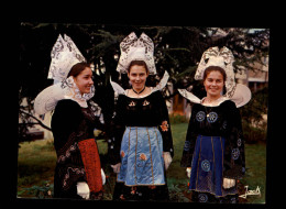 29 - LA FORÊT-FOUESNANT - Costumes - Coiffes - La Forêt-Fouesnant