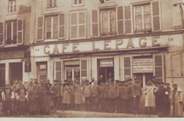 Photo Carte De VOUZIERS - France Ardennes 08 - Café Lepage - Guerre - Soldats Restaurant - Cachet Feldpost 1915  // - Vouziers