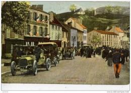 63-PONTAUMUR-Une Halte.Très Animée (Voitures,Circuit D´Auvergne,Grand-Hotel & Café De Lyon) - France