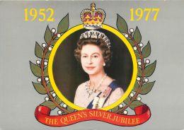 Queen Elizabeth II  Silver Jubilee Postcard - Familles Royales