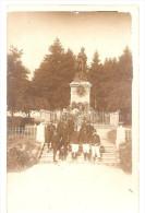 Carte Photo Militaire - Soldats Monument Mars La Tour (Gravelotte, Saint-Privat, Rezonville) - Regimientos