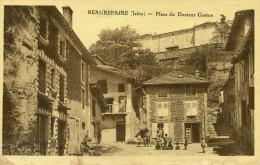 BEAUREPAIRE - Place Du Docteur GASTON Les Enfants Sont Regroupés - Beaurepaire
