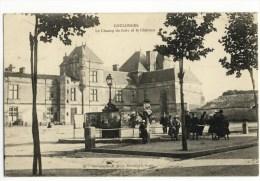 OULONGES Sur L´AUTIZE  -  Le Champ De Foire Et Le Château. - Coulonges-sur-l'Autize