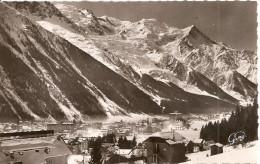 Chamonix - Vue Générale Et Le Mont-Blanc - Chamonix-Mont-Blanc