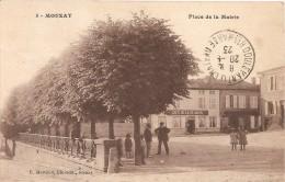 Cpa 55 Mouzay Place De La Mairie A Voir Cafe De La Reunion Rare - Unclassified