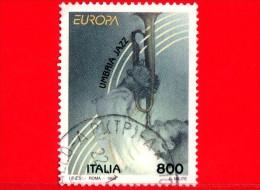 ITALIA - 1998 - Europa - 43ª Emissione - 800 L. • Umbria Jazz • Policromo - 6. 1946-.. Repubblica