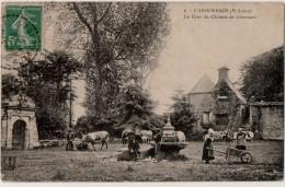 L Aberwrach  La Cour Du Chateau De Kérouartz - France