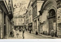 10-TROYES-Rue Général Saussier-Très Animée- - Troyes