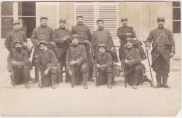 Carte Photo - Soldats Du 289e Régiment D'infanterie Avec L'insigne Des Sapeurs Ou Des Pionniers En Novembre 1914 - Regimenten