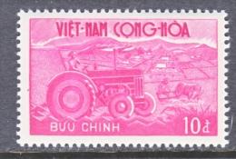 VIETNAM   153  **  FARMING TRACTOR - Vietnam