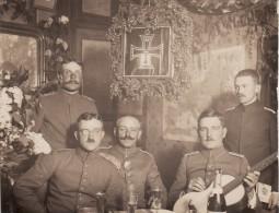 Photo 1915 ARLEUX - Officiers Allemands à La Cantine (A65, Ww1, Wk1) - Arleux