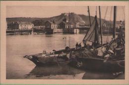 50 CHERBOURG - Barques De Peche Dans L´avant Port - Au Loin Montagne Du Roule - Cherbourg
