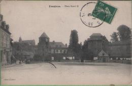 35 FOUGERES - Place Raoul II - Fougeres